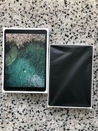 """iPad Pro 10.5"""" 64GB with all major accessories Vancouver, V6B"""