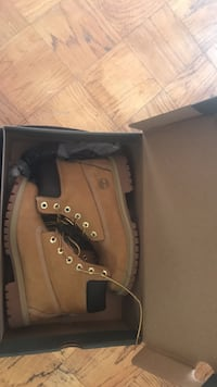 Brown timberland boots with box Alexandria, 22306