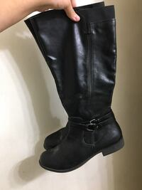 Pair of Black Shin-high Leather Boots Payson, 85541