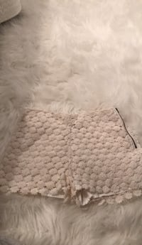 white and gray area rug Pincourt, J7W 0A5