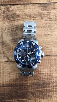 Black round face invicta chronograph watch Surrey, V4N