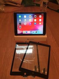 iPad Air 2, 32GB, Wifi (Minor cracked screen) - Bundles with two replacement screens, box and case