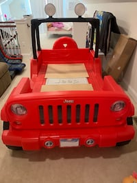 Jeep bed - red  Chantilly, 20152