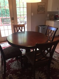 "42"" Round Table w/ 4 chairs Manassas, 20112"