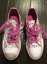 Pink-and-white floral low-top sneakers- excellent condition  Pickering, L1V 6Z7