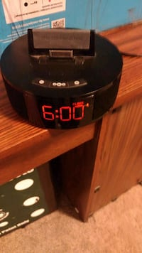 Ipod dock/ clock Red Deer