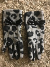 Girls gloves - age 4 years Arlington, 22203