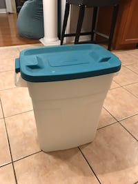 Tupperware container, large