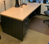 Office furniture in excellent condition Toronto, M5H 3S5
