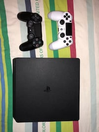 Black sony ps4 console with controller Richmond Hill, L4C 0J5