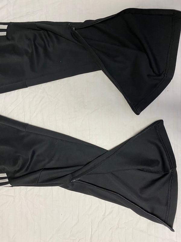 Adidas joggers youth large b1851a10-73cf-4bd2-ac16-6b5ccdcc8d2c