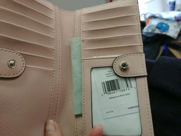 Original and new wallet mk and kate spade for sale 2a7c76c0-6f8a-4e52-aa37-94bb04e8b907