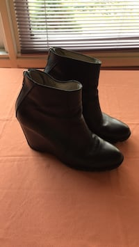 pair of black leather boots Gatineau, J8T 5N7