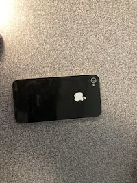 iPhone 4 w/ 2 charging cables, 1 car charging cable 536 km