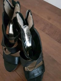 pair of black leather open-toe heeled sandals Laval