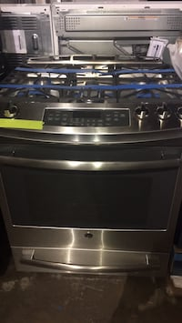 GE Gas Slide In Range Stove in excellent condition