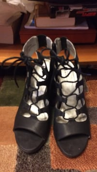 pair of women's black leather open-toe shoes Pineville, 71360