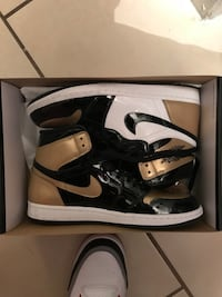 Pair of black-and-white nike basketball shoes Phoenix, 85009