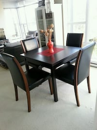 Amazing Dinning Table with Vase