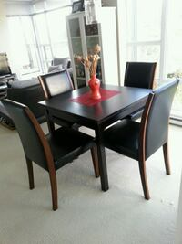 Amazing Dinning Table with Vase Vancouver, V6P 4J4