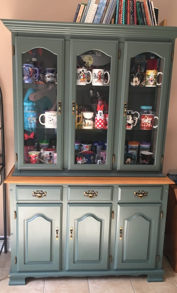 Cabinet with hutch 0