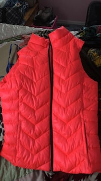 red zip-up bubble gilet Wilmington, 19809