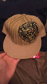 brown and black snapback cap Ottawa, K1V 7P8