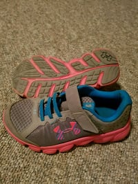pair of gray-and-pink running shoes Nanaimo, V9T 5C1