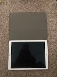 iPad 32gb - case included  Belcamp, 21017