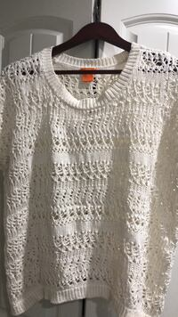 Cream sweater size large  Vancouver, V5X 1X6