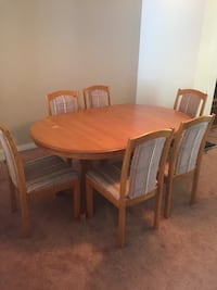 Dining table with 6 chairs Calgary, T3A 2C6