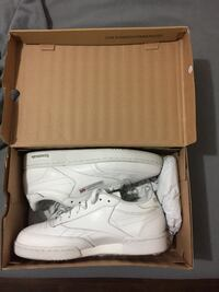 All white Reebok Sz8