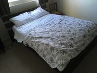 Queen size bed Victoria, V8V 3M8