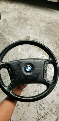 Bmw steering wheel with airbag  Toronto, M1X 1Y3