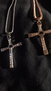 Silver chain link necklace with cross pendant Virginia Beach, 23451