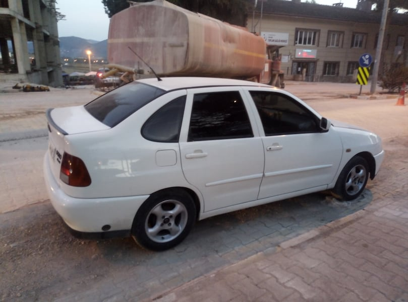 2000 Volkswagen Polo 1.6 CLASSIC FULL 3