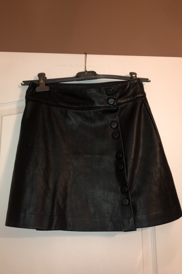 Woman's faux leather skirt with buttons b360c037-98d5-49ed-b879-6ca0175e2583