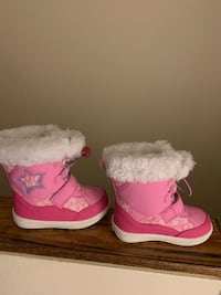 Pink toddle winter boots Toronto, M9W 2P1
