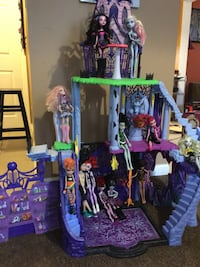 Monster high castle and accessories  Selden, 11784