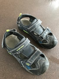 pair of black-and-gray hiking sandals Charny, G6X 3E7