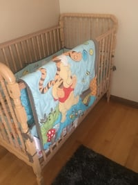 Baby's brown wooden crib Montréal, H3M