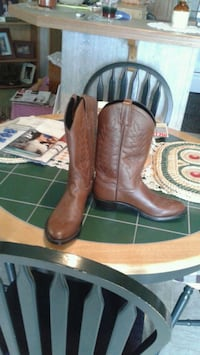 Brand new cowboy boots 9 and a half Elkton, 21921