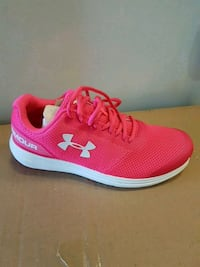 Under armour sz 6Y Mississauga, L5R 3E6