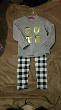 4t Cute sweater and plaid leggings Yakima, 98902