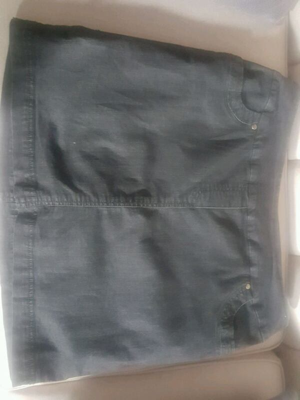 ***Clearout Price Drop-Now $5***Denim skort xl 5e73eacb-f995-4b8c-aa56-d77721c15e3e