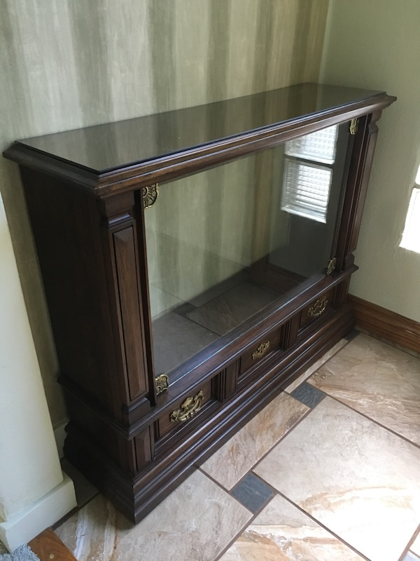 Cabinet with glass front