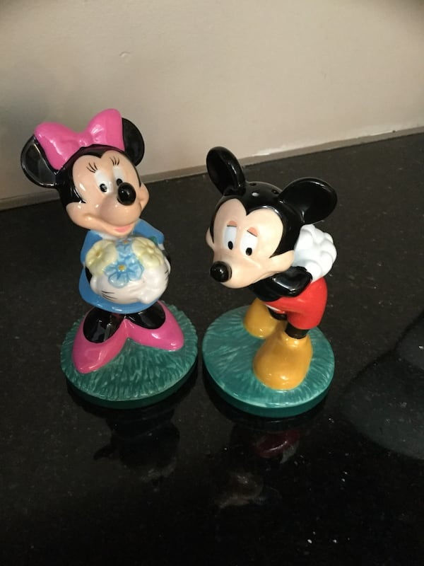 MICKEY MOUSE and MINNIE MOUSE SALT AND PEPPER SHAKERS 10f63b00-4247-4984-8af1-ec5d747835ac