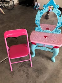 Princess vanity and chair Victorville, 92392