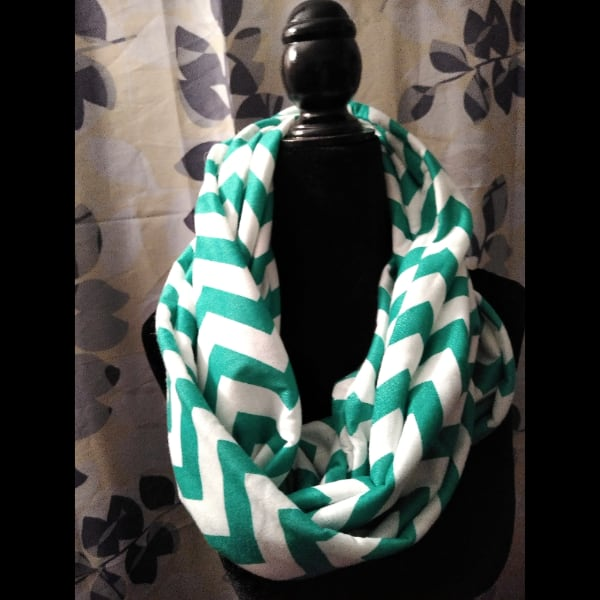 green and white infinity scarf