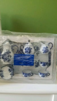 Pier 1 kids Porcelain tea set  Leesburg, 20176